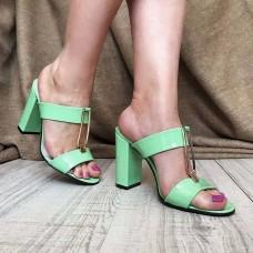 Дешевые шлепанцы женские на каблуке лаковая кожа 0120АВК